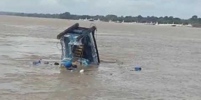 Rebocador afunda em Rio de Rondônia