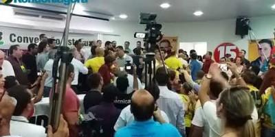 Vídeo: Presidente do MDB agride ex-secretário de Confúcio com tapa na cara durante...