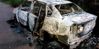 Corpo de jovem é encontrado carbonizado dentro de veículo