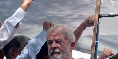 Lula toma seu primeiro banho de sol