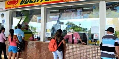 Bloqueios na 364 suspende vendas de passagens de ônibus