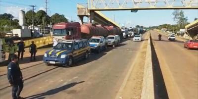 Caminhões com diesel são escoltados até usinas termelétricas em Rondônia