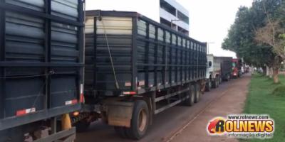 Caminhoneiros realizam 'buzinaço' durante carreata em Rolim de Moura