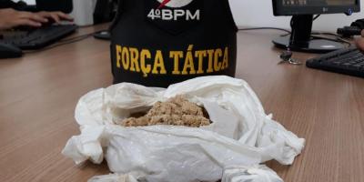 Casal é preso ao tentar jogar droga dentro da casa de prisão de Rolim de Moura, em RO