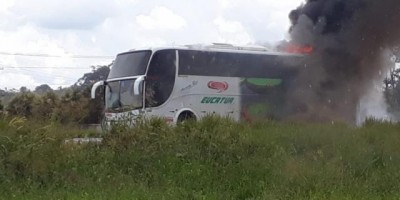 Incêndio destrói ônibus da Eucatur BR-364 em Rondônia