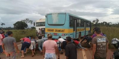 Manifestantes voltam a fechar BR-364 em Vista Alegre do Abunã, RO