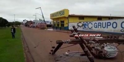 Motorista perde o controle da direção e bate em poste na Avenida 25 de Agosto em Rolim...