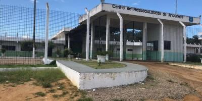 Oito detentos escapam de cela e fogem de presídio em Ariquemes, RO
