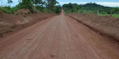 Prefeitura de Rolim de Moura realiza trabalhos de patrolamento, limpeza lateral e...