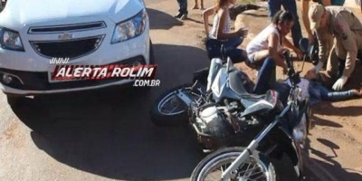Rolim de Moura - Carro colide em moto e mulher é socorrida pelo Resgate do Corpo de...