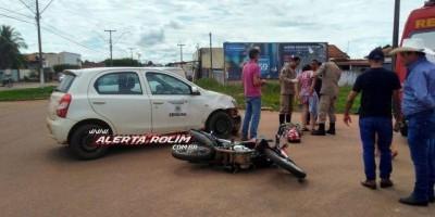 Rolim de Moura - Carro e moto colidem no Centro da cidade e mulher é socorrida pelo...