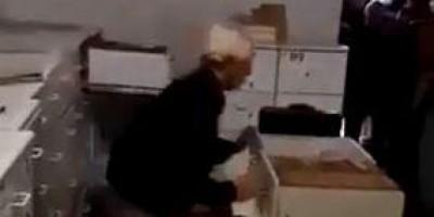 Vídeo: médico destrói equipamentos de Unidade de Saúde