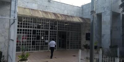 Apenado é baleado por agente penitenciário dentro de Fórum Criminal em Porto Velho