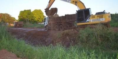 Prefeitura de Rolim de Moura inicia limpeza de igarapés, canais e ruas do Bairro Planalto