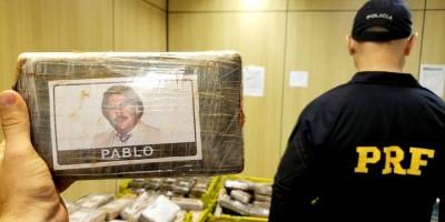 PRF apreende 889 quilos de cocaína com foto de Pablo Escobar em Curitiba
