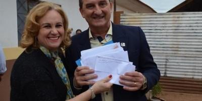 Rolim de Moura – Alunos da Escola Municipal João Batista entregam cartas de...