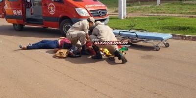 Rolim de Moura - Passageira abre porta de carro estacionado e atinge moto ocupada por...