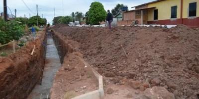 Rolim de Moura – Prefeitura inicia obra de drenagem para asfaltar a Avenida Rolim de...