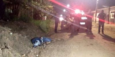 Jovem é executado com tiros na cabeça ao sair da casa da namorada na zona Sul de Porto...