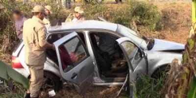 Grave acidente envolvendo caminhão carregado com cerveja e carro de passeio deixa 05...