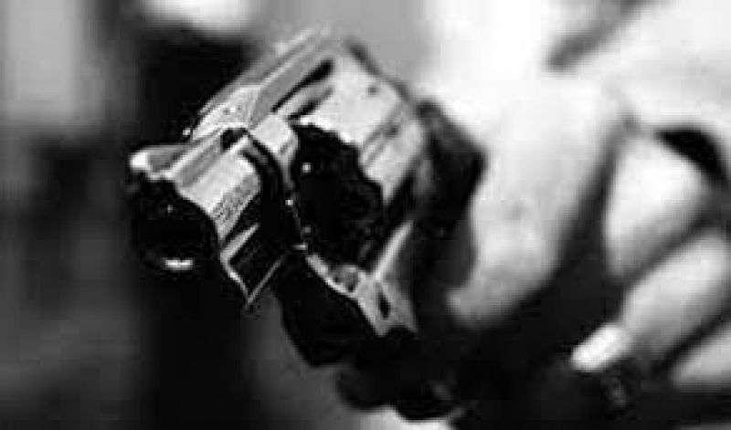 Rolim de Moura- Dupla em motoneta Biz armados rendem dois jovens e rouba celular e carteira
