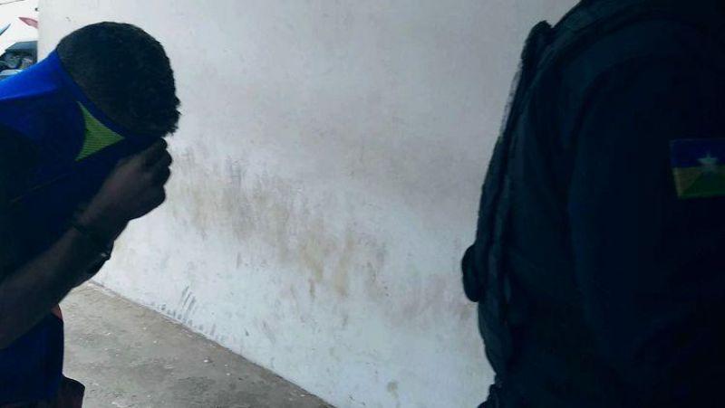 ENFURECIDO: Equipe da PM é agredida por suspeito que ameaçava matar mãe e irmão