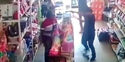 ENCAPUZADA: Dupla invade mercado atrás de cofre e atira em comerciante