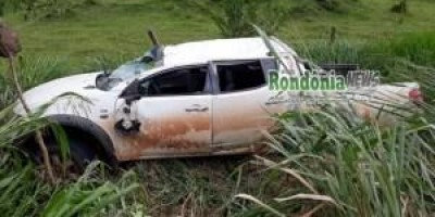 Médico perde controle e capota camionete na RO 492 próximo a São Felipe