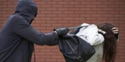 Rolim de Moura- Mulher tem bolsa arrancada do ombro a força por bandidos em motocicleta
