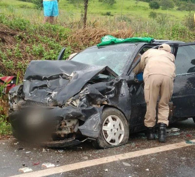 Colisão entre carros deixa uma pessoa morta e 4 feridos na BR-364 em RO