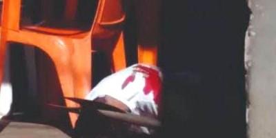 CRUELDADE: Comerciante é assassinado a golpes de foice dentro de bar