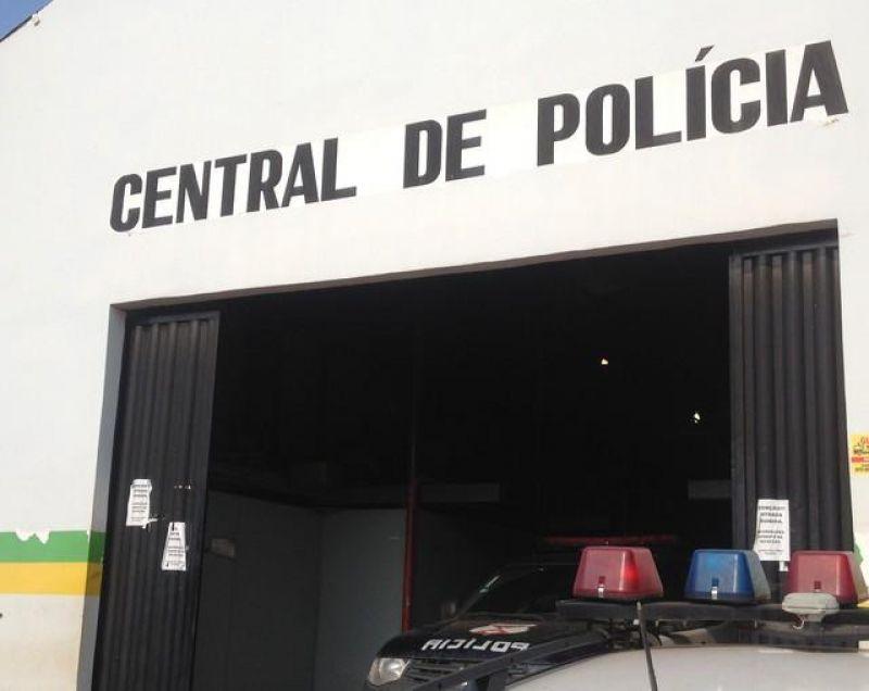 Homem é preso por violência doméstica, tenta morder e pegar arma de policial em RO