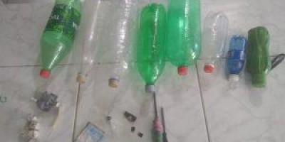 Após princípio de motim, armas e garrafas de bebidas artesanais são encontradas em...