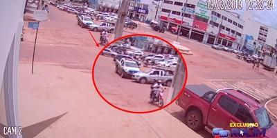 Imagens exclusivas mostra acidente entre viatura da PM e Picape durante perseguição em...