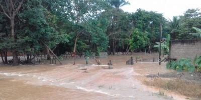 JARU – Fortes chuvas transbordam o rio Mororó e deixam ruas e casas alagadas e...