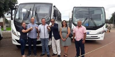 Justiça do Trabalho entrega ônibus e micro-ônibus para Rolim de Moura