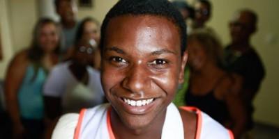 """""""A vida tem que continuar"""", diz jovem que levou machadada em Suzano"""