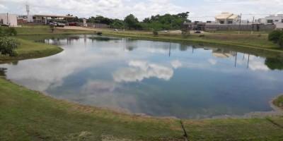 Adolescente é resgatado após ficar mais de 10 minutos submerso em lagoa de praça de...