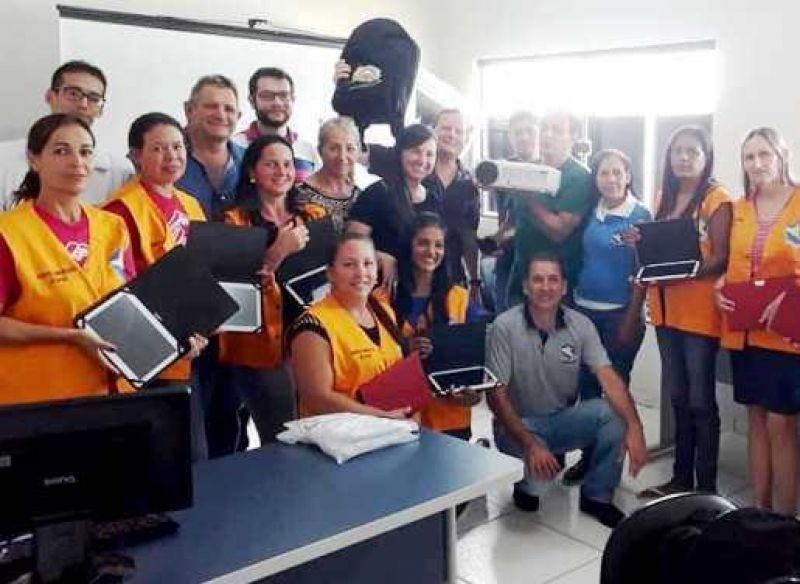 Após ter plano de carreira aprovado, agentes comunitários de saúde recebem uniformes e tablets em Chupinguaia