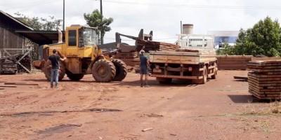 Cheia: Prefeitura envia carregamento de madeira para construção de passarela em Nazaré