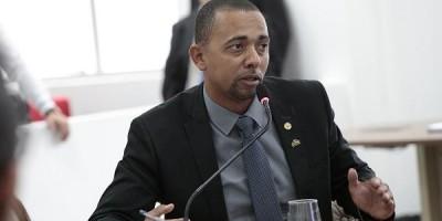Jhony Paixão defende a militarização da escola Lauro Benno em Ji-Paraná