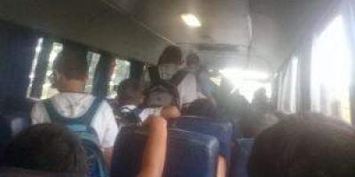 Pais denunciam superlotação e relatam perigo constante do transporte escolar em...