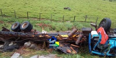 VÍDEO: Acidente com caminhão boiadeiro de Rolim de Moura na BR-364