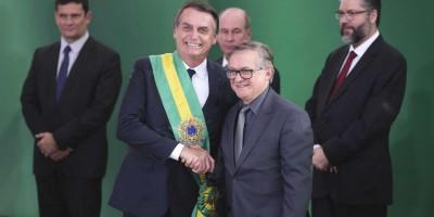 Bolsonaro indica que ministro da Educação sairá na segunda-feira
