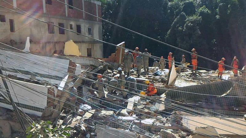 Bombeiros encontram corpo de mulher; mortes em desabamento chegam a 11