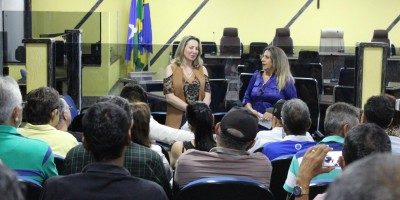 Em reunião com servidores do ex-território deputada Jaqueline Cassol destaca prioridade...