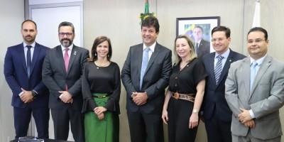 Jaqueline Cassol defende médicos brasileiros formados no exterior e comemora...
