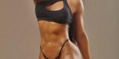 """Musa fitness exibe 7% de gordura corporal e fala sobre desafios """"Escolher entre uma..."""