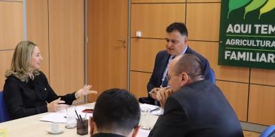 No Ministério da Agricultura, Jaqueline Cassol debate programas de incentivo ao homem do...