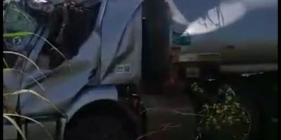 Para não morrer, morador de Seringueiras tomba caminhão tanque as margens da BR 364,...